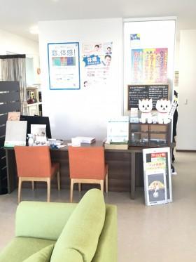 受付カウンター(豊川)