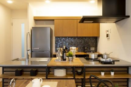 キッチン ウッドワン製カウンター オリジナルの吊戸棚
